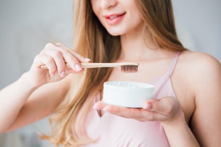 Cepillo y pasta de dientes ecológica