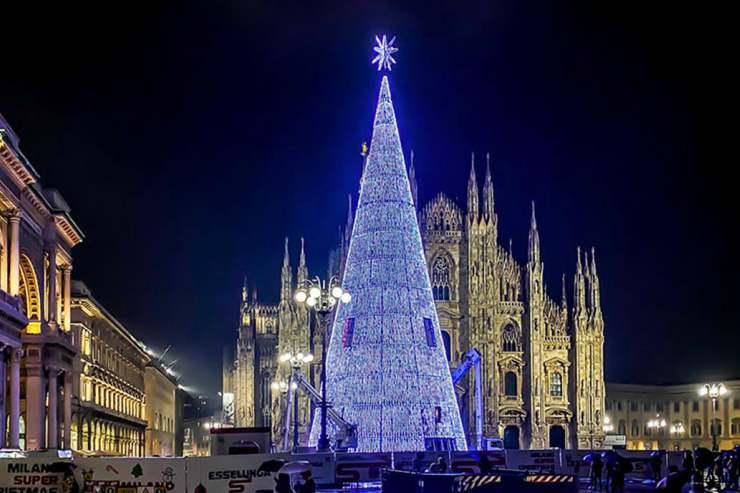 Arboles de Navidad ecologicos iluminan las ciudades del mundo