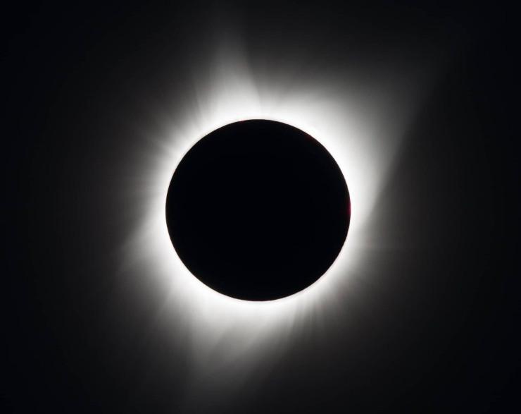 Cuando un eclipse de sol es total el día se hace de noche