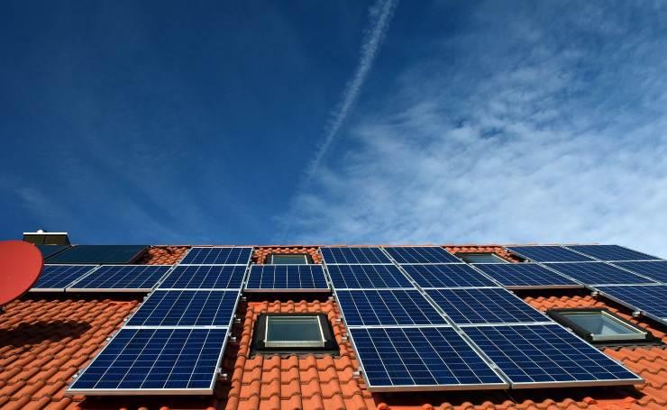 Paneles solares flexibles y económicos