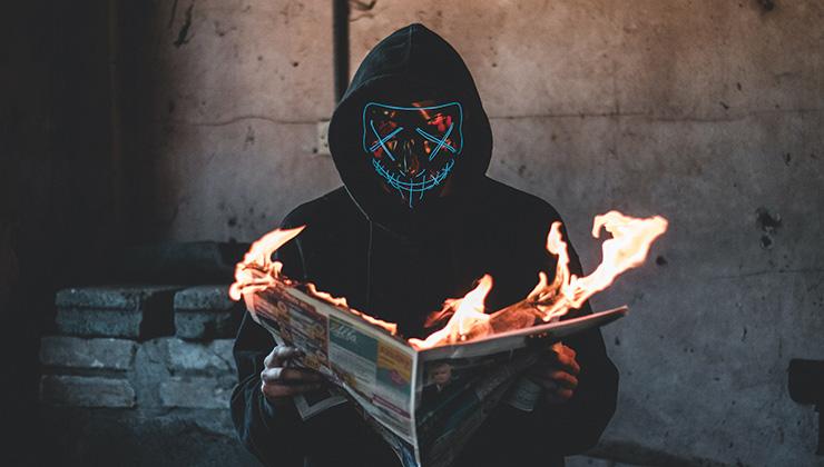 La infodemia es el consumo de información falsa (Foto de Connor Danylenko - Pexels).