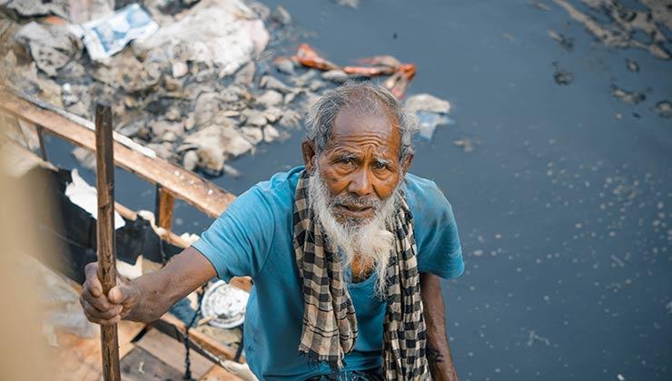 La contaminación de los recursos hídricos es uno de los grandes problemas para acceder al agua potable (Foto de Jawadur Rahman Srijon - Pexels)