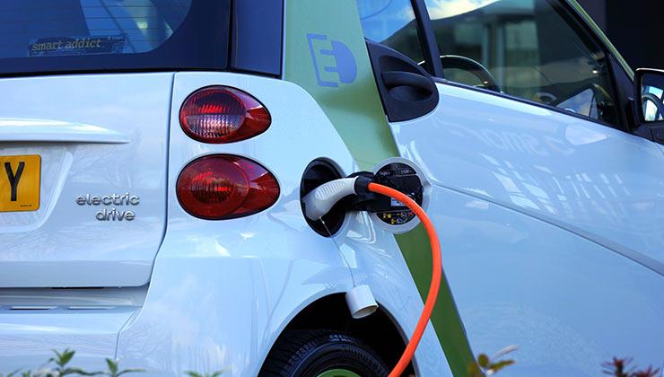 Estados Unidos quiere impulsar la producción y uso de autos eléctricos (Foto de Mike - Pexels).