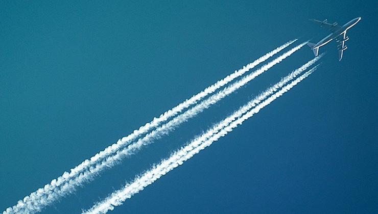 La aviación representa un importante volumen de las emisiones de carbono a la atmósfera (Foto de SevenStorm Juhaszimrus - Pexels)