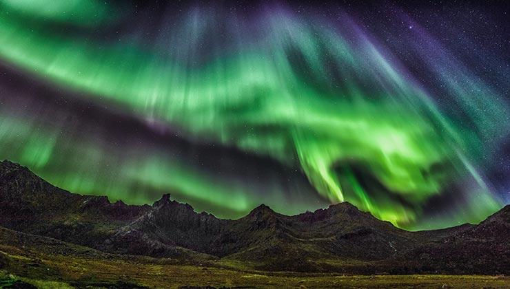 Los colores de las auroras boreales dependen del gas que se libera en la atmósfera (Foto de stein egil liland - Pexels).