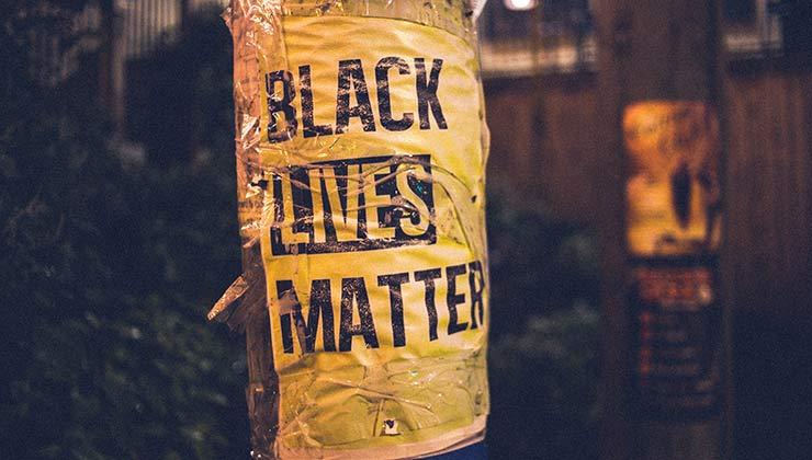 La discriminación es una de las fuentes de las desigualdades en el mundo (Foto de Erik Mclean - Pexels).