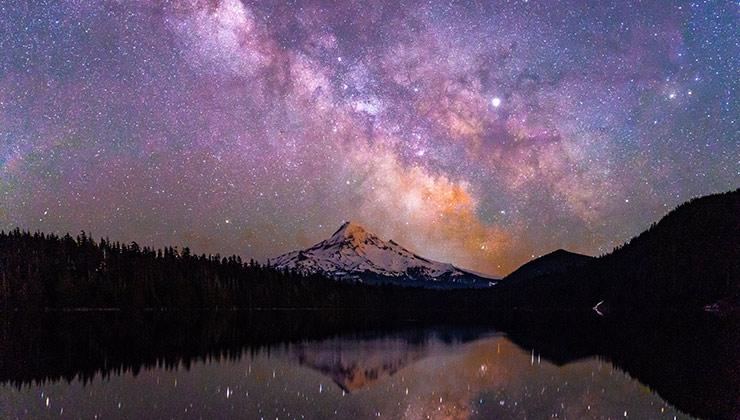 Los cielos nocturnos se disfrutan mejor lejos de las ciudades (Foto de Mohan Reddy Atalu - Pexels).