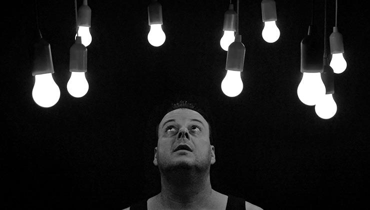 Cambiar la iluminación por luces led ayuda a reducir el consumo en el hogar (Foto de Pixabay - Pexels).