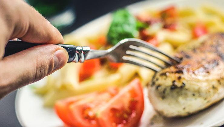 La alimentación saludable es clave para el desarrollo de las personas.