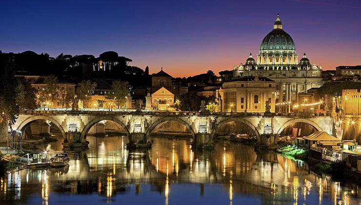 Cada año mueren cientos de pájaros en Roma por los fuegos artificiales (Foto de Julius Silver - Pexels).