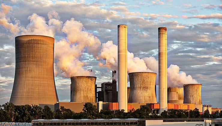 La producción de energía con conbustibles fósiles es contaminante (Foto de Pixabay - Pexels).