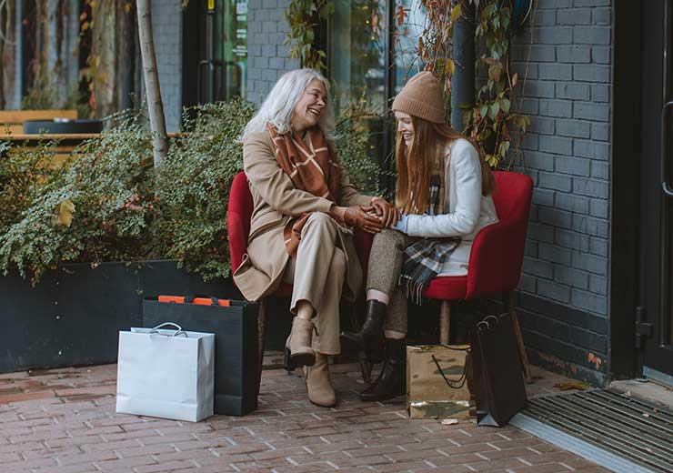 Compartiendo tiempo con adultos mayores mejoramos su calidad de vida (Foto de Anastasia Shuraeva - Pexels).