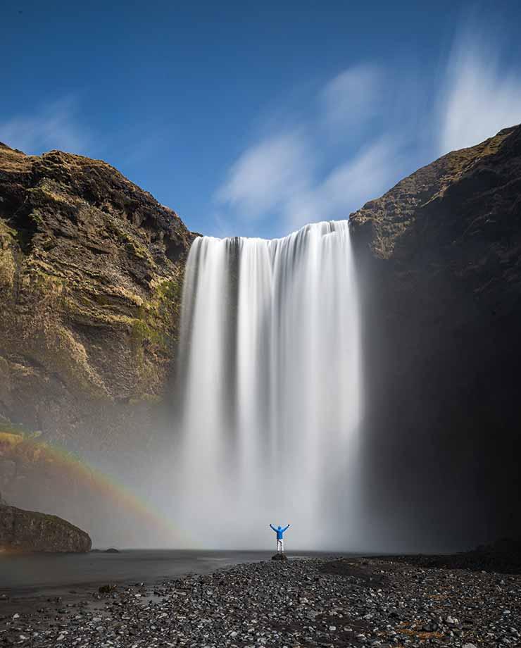 La figura humana ayuda a dimensionar los paisajes (Foto de svanur gabriele - Pexels).