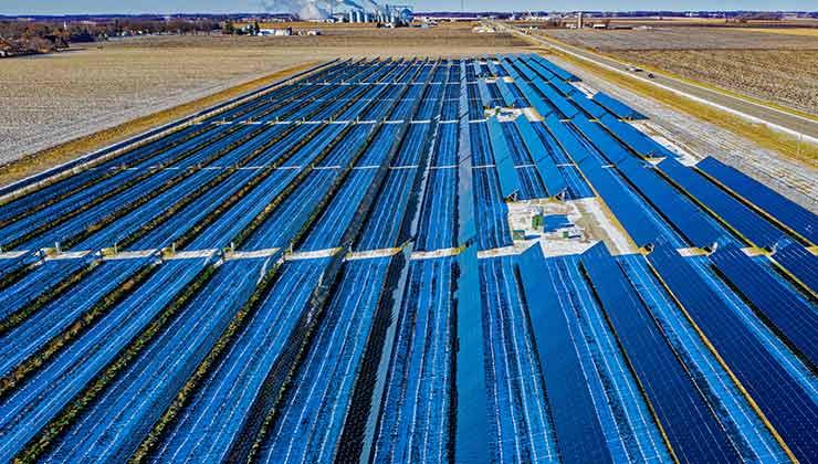 La producción de energía solar puede llevar este servicio a zonas carenciadas (Foto de Tom Fisk - Pexels).