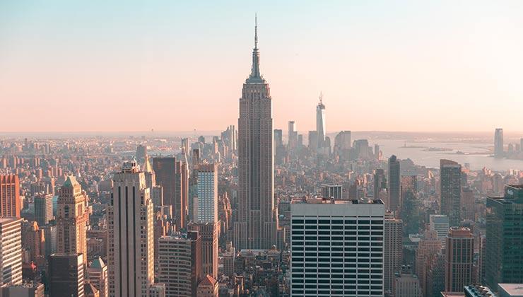 Pese a ser una ciudad inteligente, Nueva York prácticamente encabeza el ranking de desigualdad (Foto de Roberto Vivancos - Pexels).