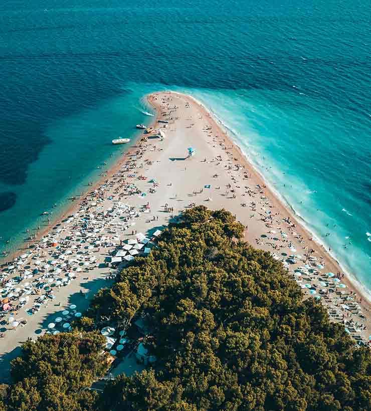 El turismo satura las playas del mar Mediterráneo en Croacia (Foto de Oliver Sjöström - Pexels).