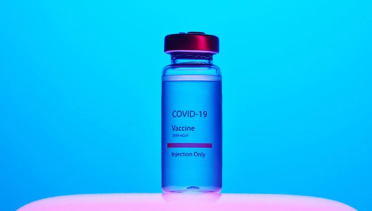 En 2021, cada país del planeta debería vacunar al 20 por ciento de su población (Foto de Artem Podrez - Pexels).