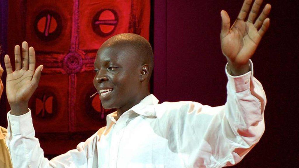 william kamkwamba durante su charla TED en 2007 (Foto de Wikipedia).