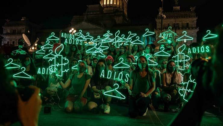 La incidencia de las mujeres en la vida pública es cada vez más notoria. El caso del debate de la ley de la Interrupción Voluntaria del Embarazo en Argentina es un ejemplo de ello (Foto Amnistía Internacional).