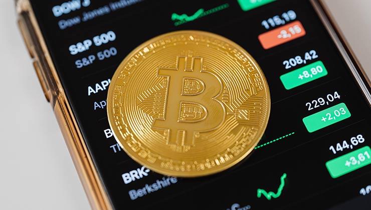 La cotización del Bitcoin se disparó un 313 por ciento en un año (Foto de Foto de Karolina Grabowska - Pexels).
