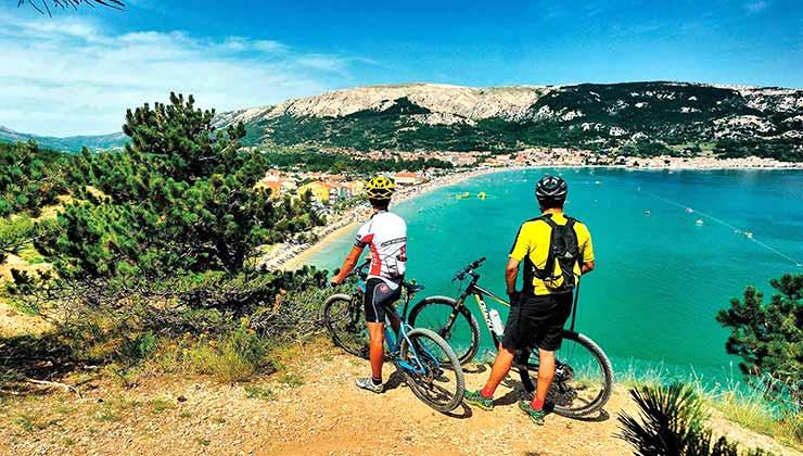 El mar Adriático te puede acompañar durante toda tu experiencia de cicloturismo por Croacia (Foto de Croatia.HR).