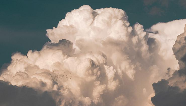 Mientras más alto llegan las nubes en el atmósfera más frío se registra en ellas (Foto de Abdallah Maqboul - Pexels).