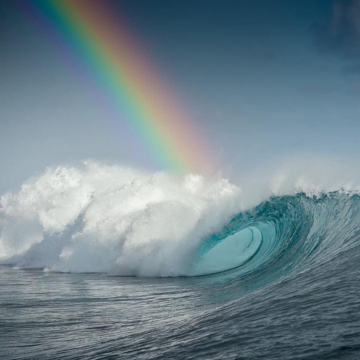 Oceáno: ola y arcoiris