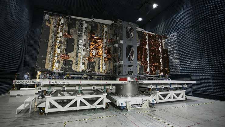 El satélite SAOCOM pesa 3.000 kilos. Con su antena rada SAR extendida mide 10 metros ancho por tres de largo (Foto argentina.gob.ar).