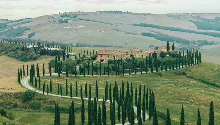 El cicloturismo en la Toscana, en Italia, es un deleite para los ojos, el paladar y el corazón (Foto de Spencer Davies - Pexels).