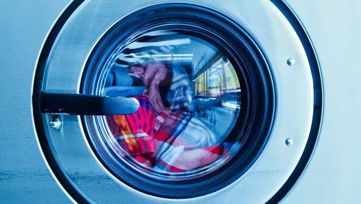 Para ahorrar energía utiliza tus electrodomésticos en modo económico (Foto de Ekaterina Belinskaya - Pexels).