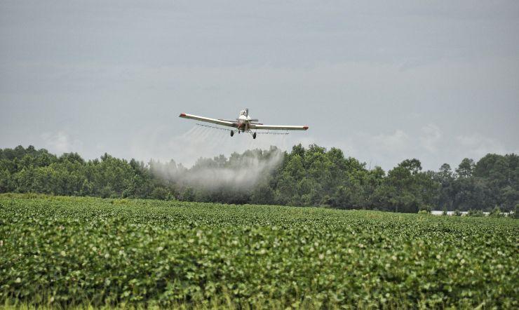 avion herbicida