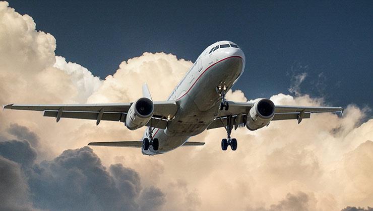 Los vuelos comerciales cortos serían prohibidos en Francia para reducir las emisiones de carbono a la atmósfera (Foto de Pixabay - Pexels).