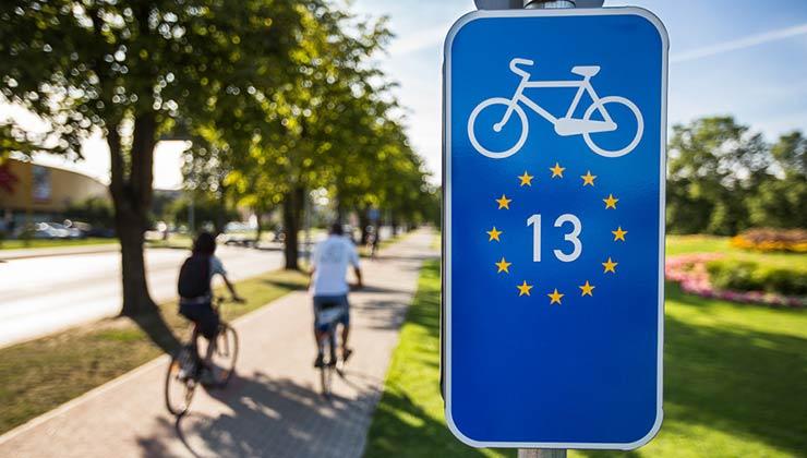 Las sendas EuroVelo se pueden utilizar también para movilidad interna en las ciudades (Foto: EuroVelo - Twitter).