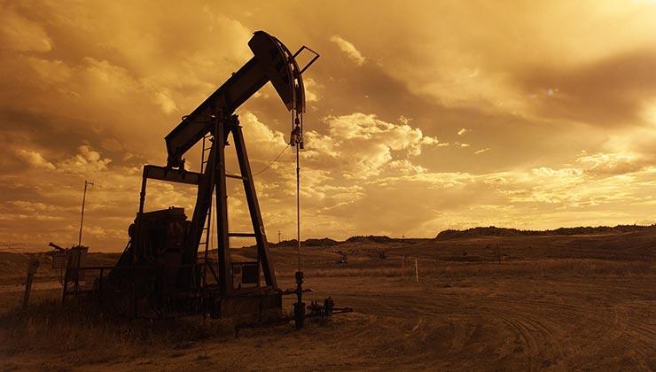 A diferencia de un pozo petrolero tradicional, el fracking extrae crudo inyectando químicos en la tierra y destruyendo rocas (Foto de Pixabay - Pexels).
