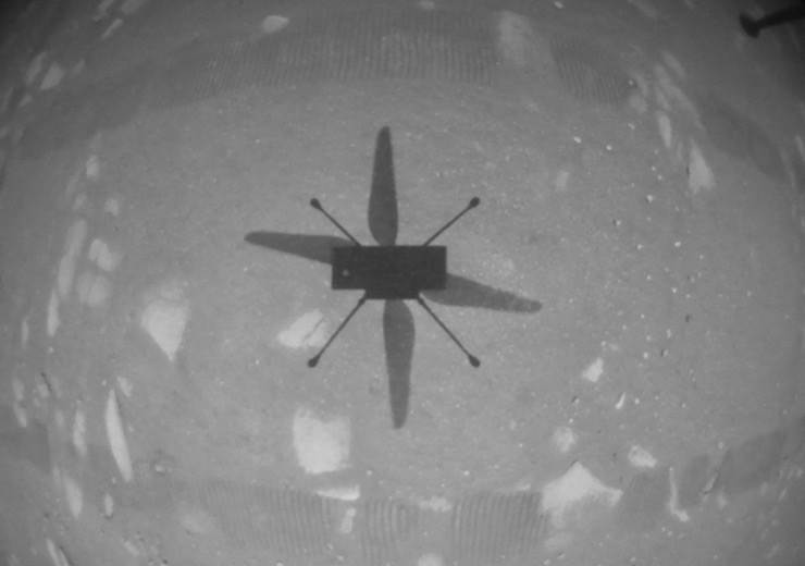 Una cámara montada en el mismo Ingenuity captó el momento del primer vuelo de un helicóptero en otro planeta (Foto: Nasa).
