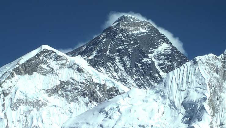 El Everest es la cima del mundo y protagonista de la lista de las siete cumbres (Foto de Dick Hoskins - Pexels).