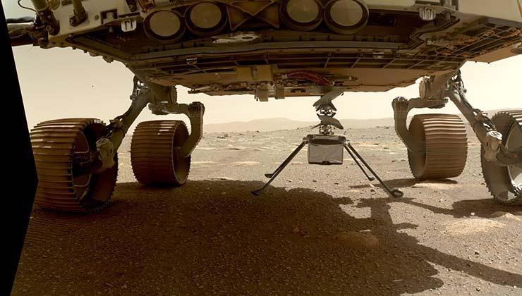 EL Ingenuity en el momento previo a ser desacoplado de la panza del Perseverance (Foto Nasa.gov)