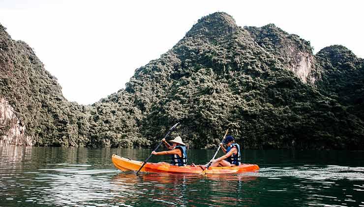 En el kayak sit on top los navegantes van sobre la embarcación sin nada que los cubra (Foto de Foto de Rachel Claire - Pexels).