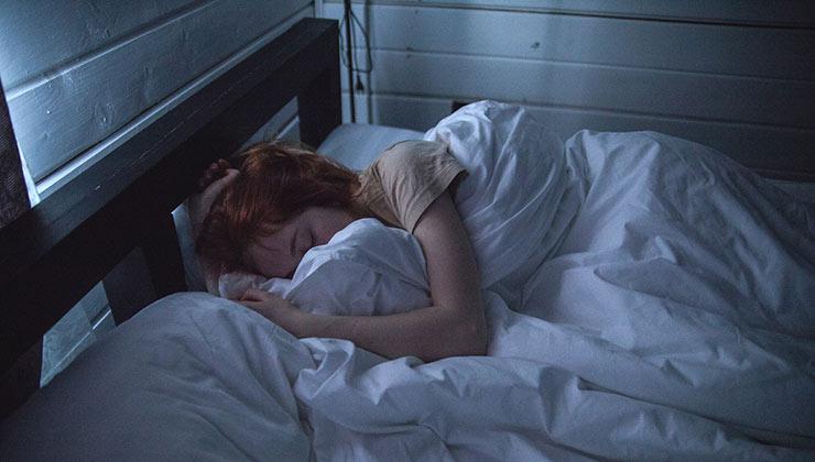 Las horas de sueño son elementales para cuidar nuestra salud física y mental (Foto de Ivan Oboleninov - Pexels)