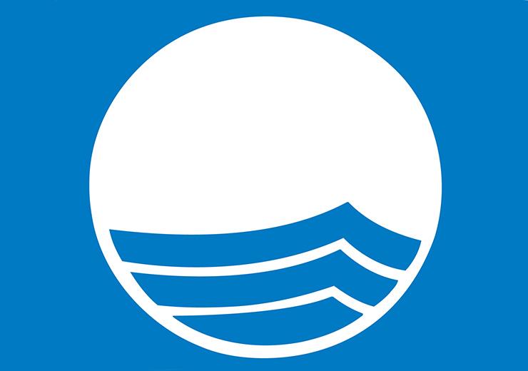 Esta es la bandera que ondea en las playas distinguidas (Foto: banderaazul.org).