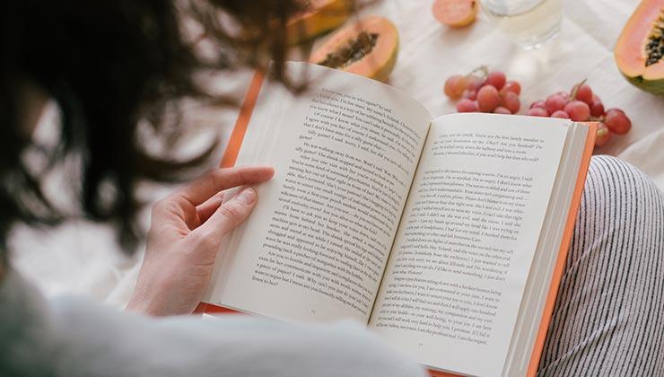 La lectura como expresión cultural ayuda a comprender al otro (Foto de RFstudio - Pexels).