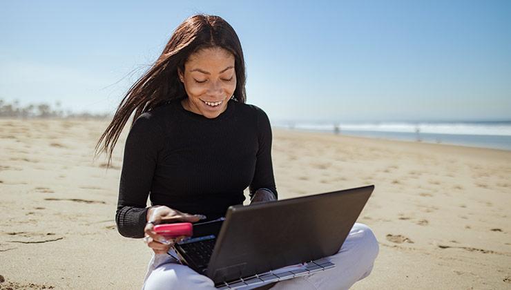 Los nómades digitales buscan el equilibrio entre trabajo y ocio (Foto: Rodnae Productions - Pexels).