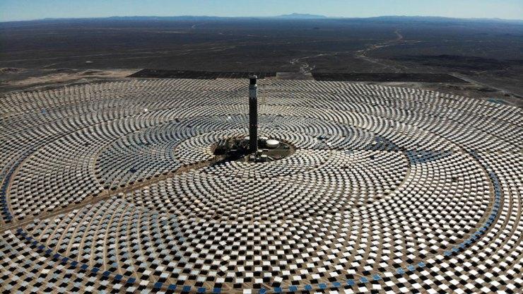 Chile inaugura una planta de energía termosolar en el desierto de Atacama