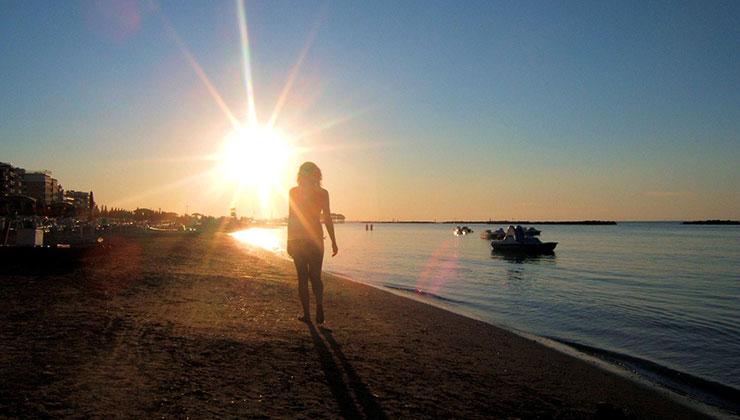 Las caminatas matutinas ayudan a que por las noches podamos descansar mejor (Foto: Lorenzo S - Free Images).