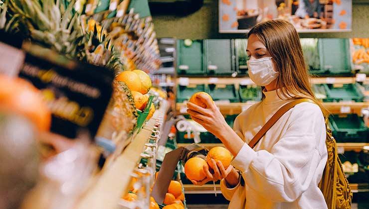 Los consumidores deben cuidar y manipular correctamente los alimentos para que sean más seguros (Foto: Ana Shvetz - Pexels).