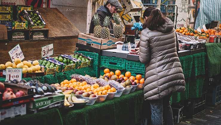 En el Día de Mundial de la Inocuidad de los Alimentos se pretende resaltar la importancia de ingerir productos sanos y seguros (Foto: Clem Onogheuo - Pexels).