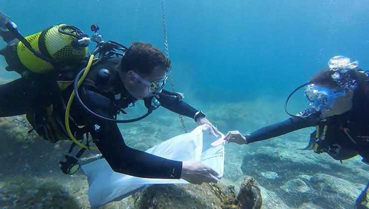 Los buzos son trasladados a las zonas de recogida a través de embarcaciones (Foto: 0 Plastics Menorca).