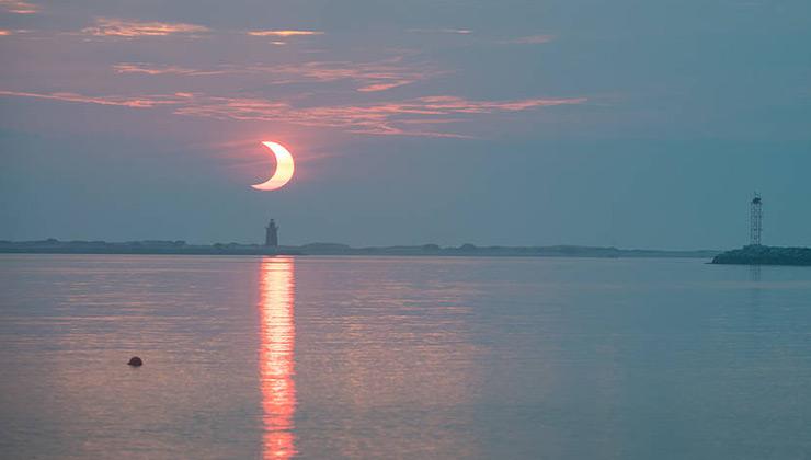 Un eclipse de sol se da cuando la luna se interpone entre el Sol y la Tierra (Foto: nasa.gov).
